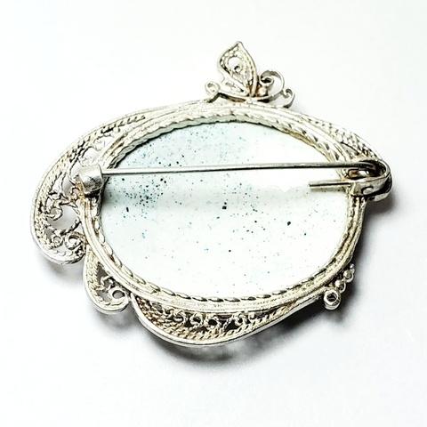 Брошь с ростовской финифтью Кружево серебрение. Цветы на белом фоне