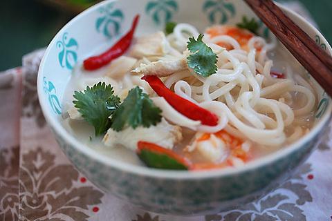 https://static-ru.insales.ru/images/products/1/7416/17956088/tom_kha_noodles.jpg
