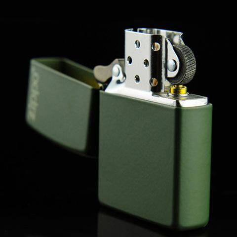 Зажигалка Zippo латунь с порошковым покрытием, зеленая, матовая, 36x12x56 мм