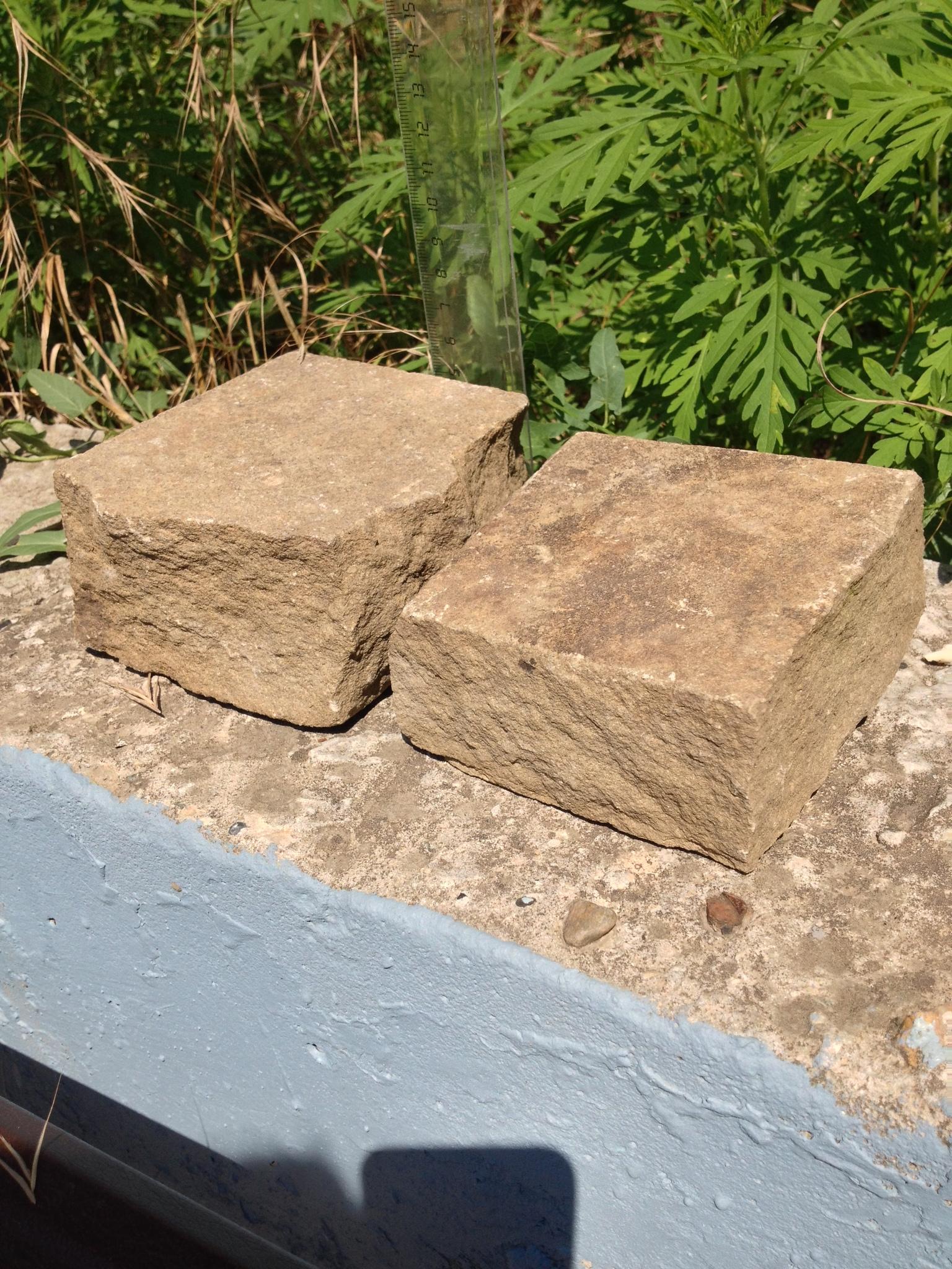 Брусчатка песчаник колотый Серый на солнце