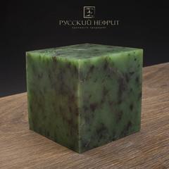 Зелёный нефрит качества модэ с средним крапом. Образец №9