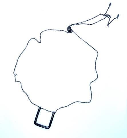 Колье из серебра в черном родии с геометрической подвеской в стиле APM MONACO