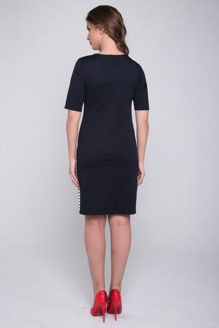 <p>Лаконичный фасон, практичный материал, модная полоска - что ещё нужно? Дизайнерское решение позволяет фигурке смотреться утонченно.</p>