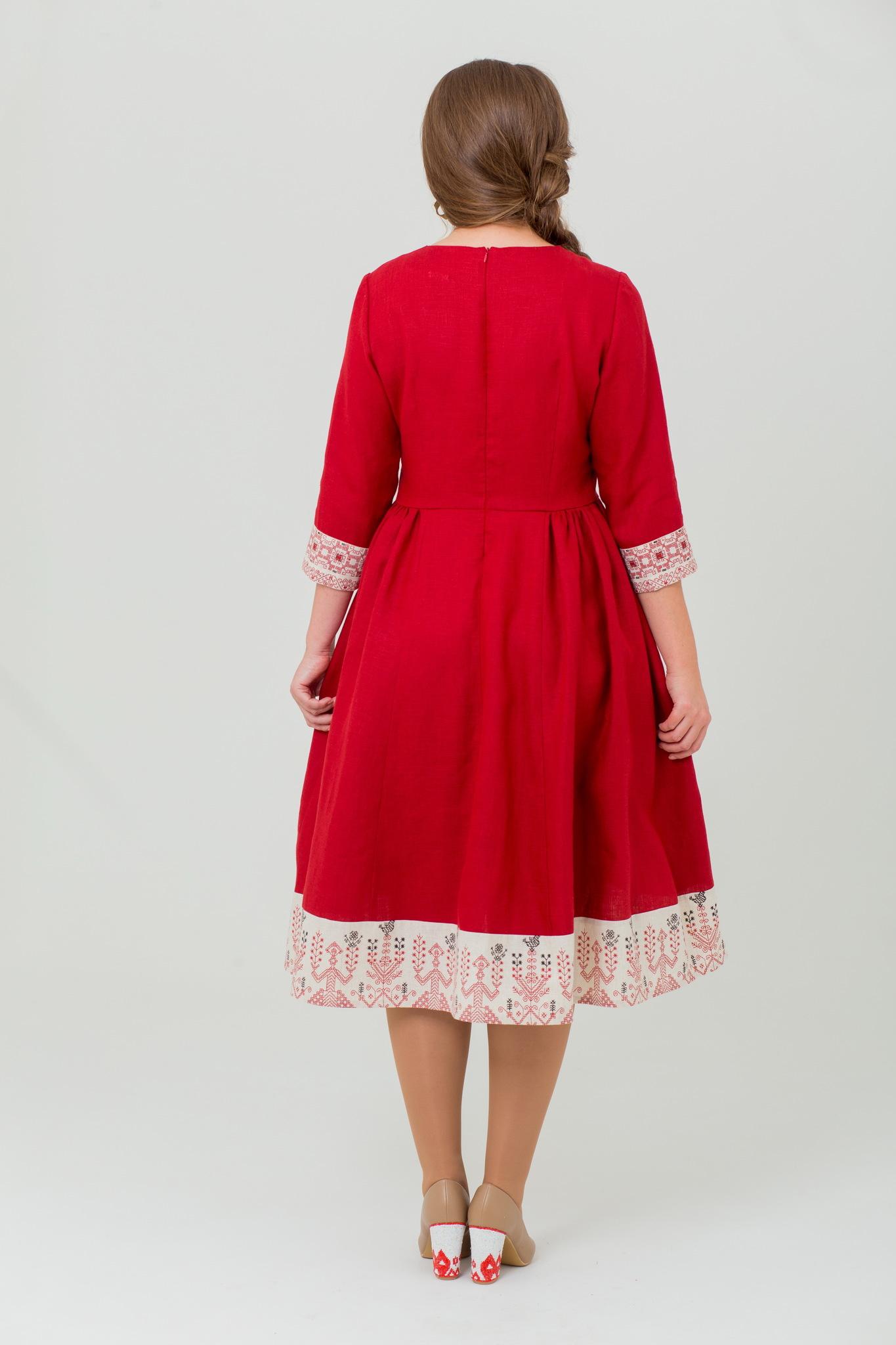 Красивое льняное платье с узором