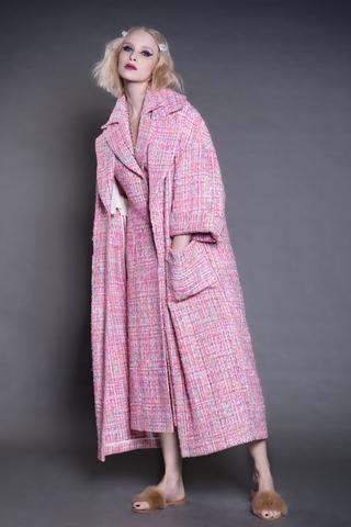 Летнее пальто и удлиненный жилет-платье из буклированной ткани.