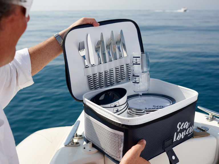 COOLER AND KITCHENWARE PACK (SERVES 6) WITH TROLLEY, SEA LOVERS