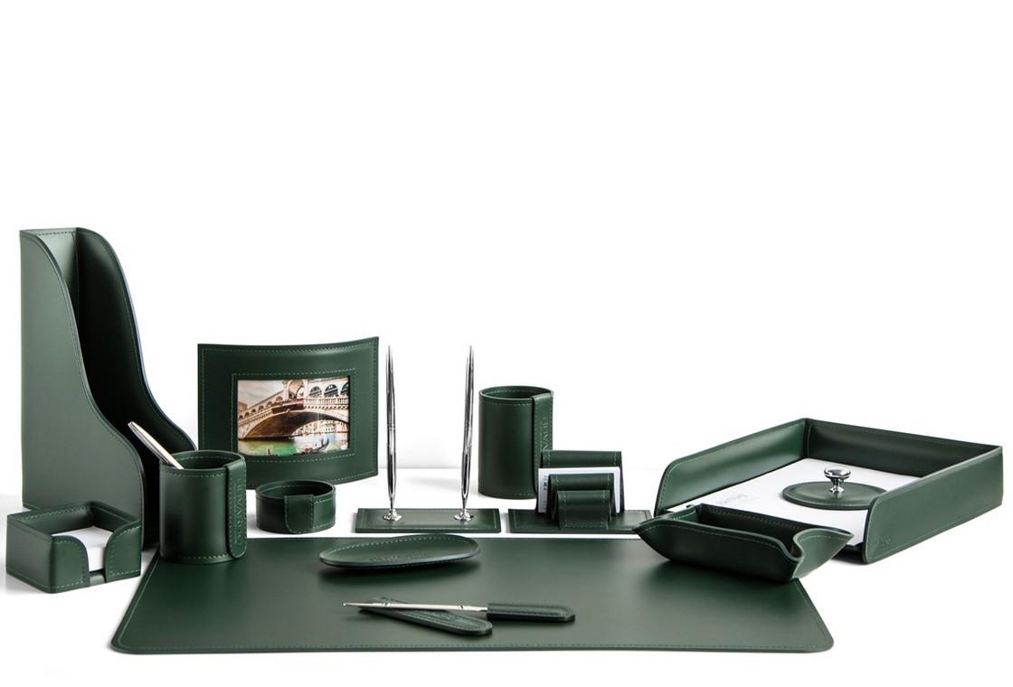 На фото набор на стол руководителя арт.1744-СТ-14  предметов зеленая кожа Cuoietto.Возможно изготовление в другом варианте цвета кожи.