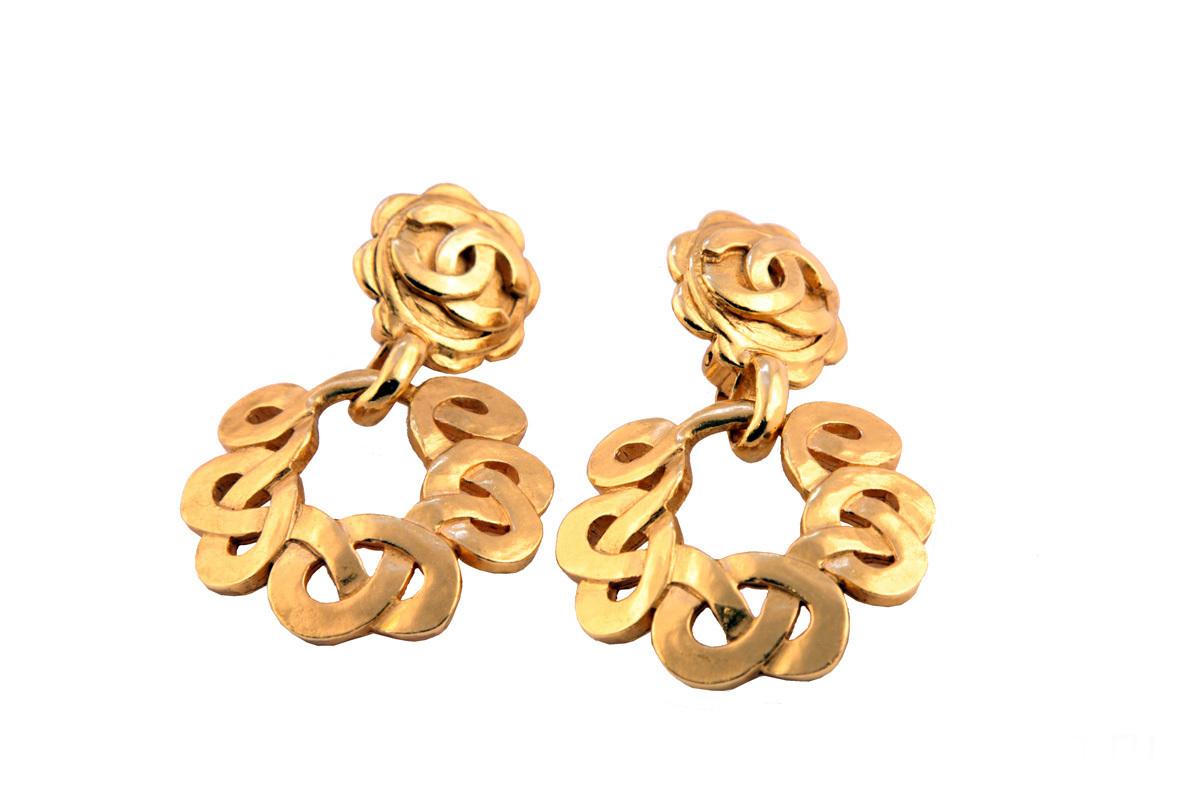 Стильные золотые клипсы от Chanel, 1997 год