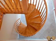 Лестницы из массива под заказ