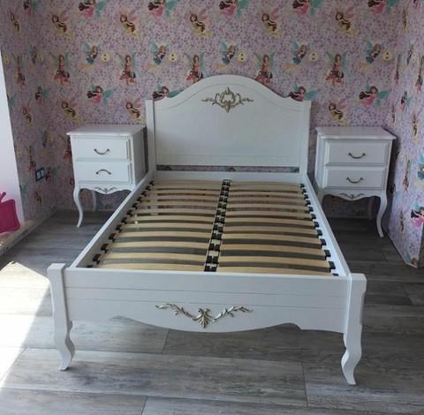 Кровать в спальню в стиле прованс