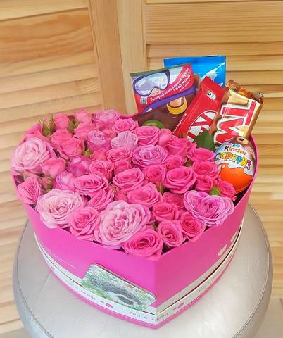 Коробка с розами и сладостями #17361