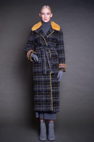 Длинное пальто из шерсти, воротник норка, вышивка.