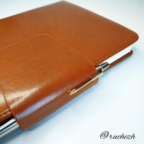 Набор с гравировкой: Ежедневник коричневый  и Шариковая ручка Parker Jotter Essential, St. Steel GT123