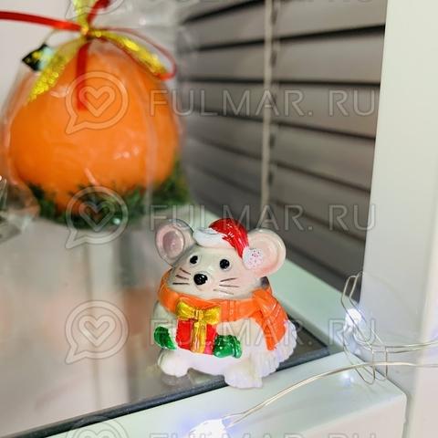 Талисман сувенир Мультяшная Мышка Funny Mouse символ 2020 в рыжем шарфе с подарочком