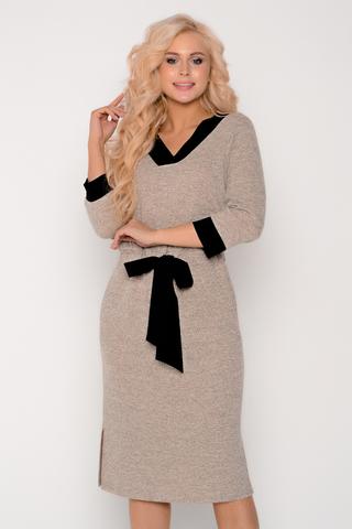 <p>Стильное, уютное платье ждёт свою обладательницу. Платье с V-образным вырезом на кулисе с модным бантом. Очень удобные карманы. Идеальный вариант для прохладных деньков.Длина изделия 44р-52р. = 101см.-106см.</p>