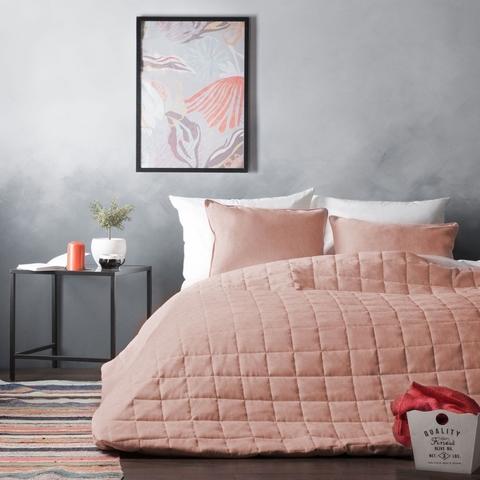 Комплект штор и покрывало Адалин светло-розовый