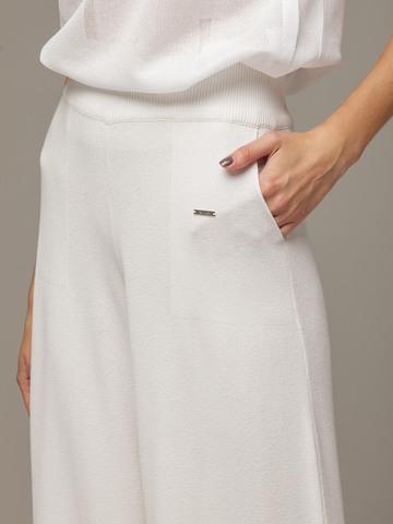 Женские белые свободные брюки из вискозы - фото 4
