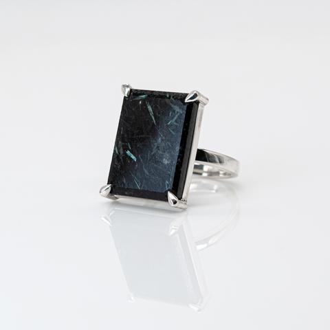 Кольцо с нууммитом 17.5 размер
