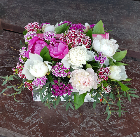 Ящик с цветами Пионы