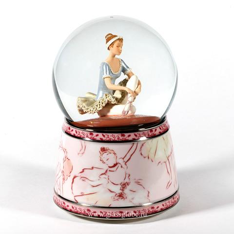 Стеклянный шар с блестками