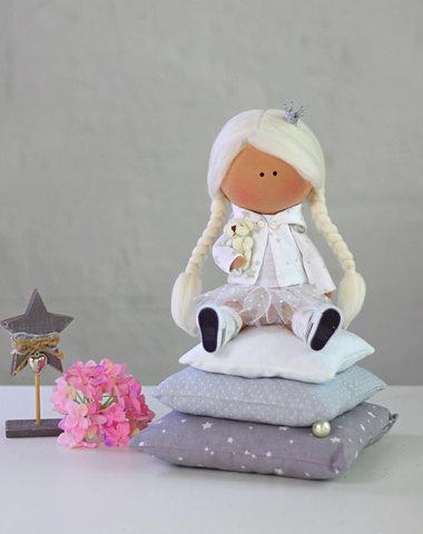 Лялька принцеса на горошині - Міла. Колекція La Petite.