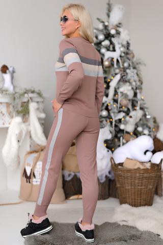 """<p>Сезон осень-зима диктует свои условия, поэтому верным компаньоном в этот период станет костюм """"Альпы"""" от ELZA, который окутает Вас теплом и комфортом.</p>"""