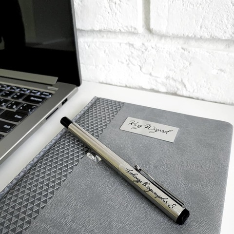 Набор с гравировкой: Ежедневник недатированный и ручка-роллер Parker Vector T03 Steel