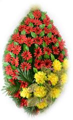 Венок украшенный цветами хризантем и ромашек