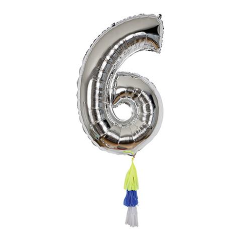 Воздушный шар в форме цифры 6