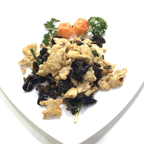 Курица с древесными грибами 鸡肉炒木耳