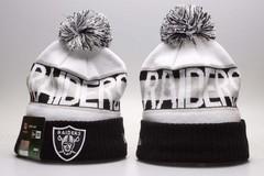 Шерстяная вязаная шапка футбольного клуба Raiders (NFL) с помпоном бело-черная