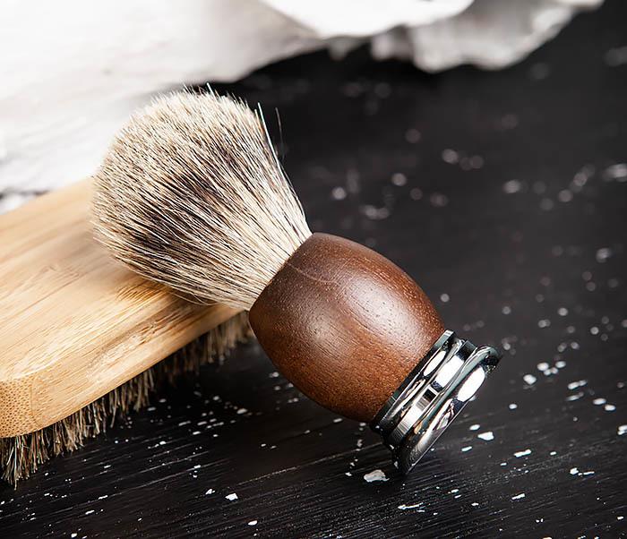 RAZ451 Помазок из барсука с деревянной рукояткой