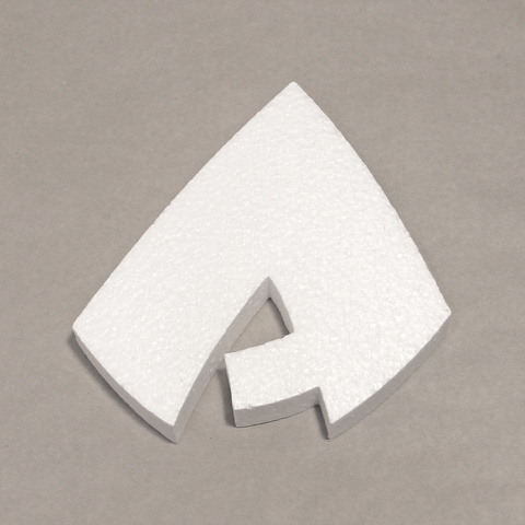 Буква  заглавная, шрифт BeeskneesC из пенопласта