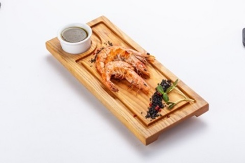 Тигрові креветки на грилі з соусом з пряних трав оливок і пармезану/ Grilled tiger shrimps with a sauce of spicy herbs, olives and parmesan