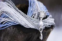 Бисерный галстук из 18 нитей серебристо-голубой