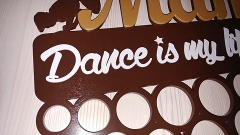 Медальница из дерева для танцора Хип-хоп