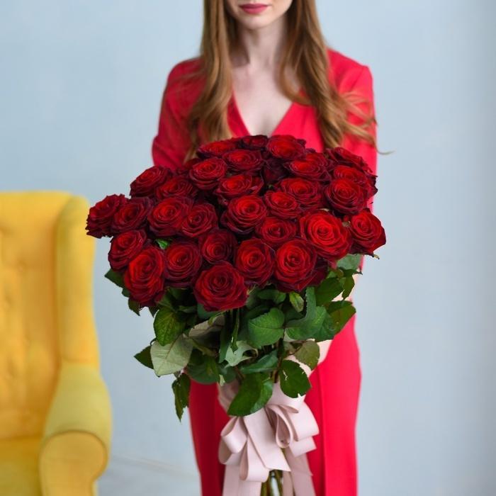 Купить букет длинных 35 красных  бордовых роз в Перми