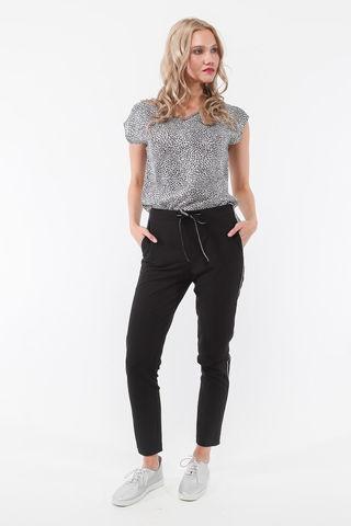 Фото черные зауженные брюки с серебристыми лампасами и шнурком на поясе - Брюки А508а-396 (1)