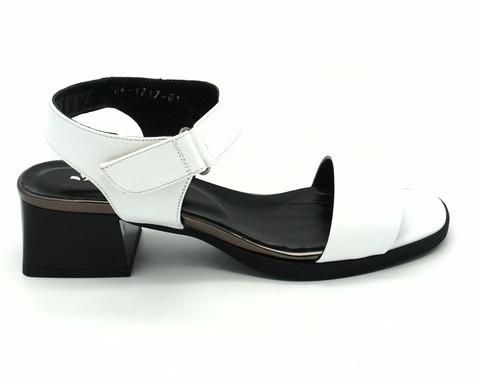 Босоножки белые кожаные на липучке