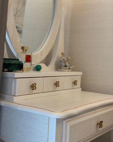 Макияжный столик с зеркалом фото
