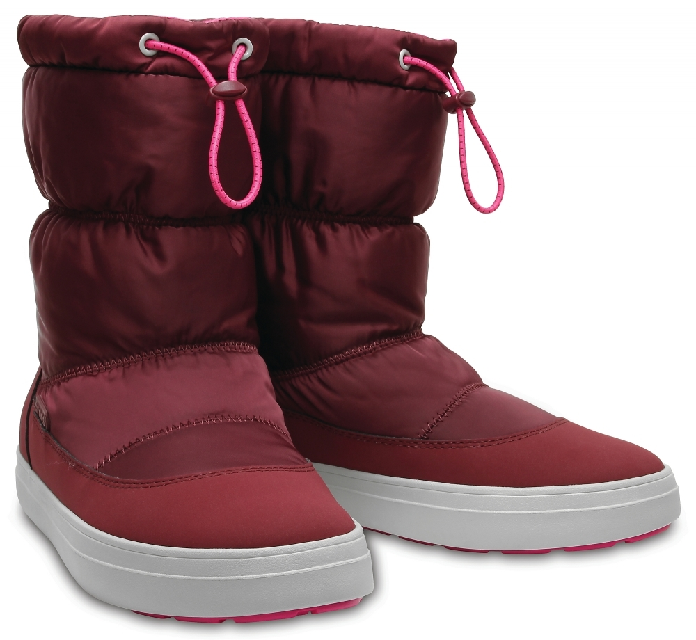 Женские сапоги CROCS Women's LodgePoint Shiny Pull-on Boot Garnet / Candy Pink