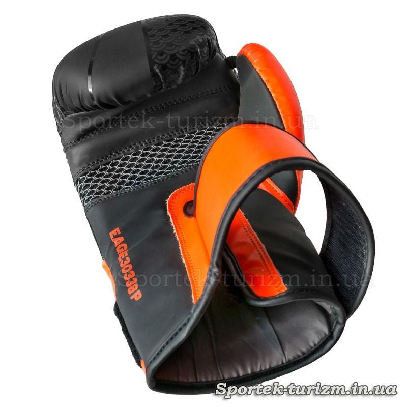 Вид с ладошки на боксерскую перчатку FGT, Flex, 10oz