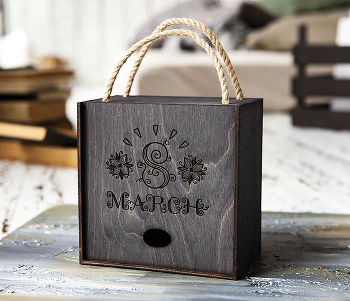 BOX220-1 Подарочная коробка на 8 марта черного цвета (17*17*10 см)