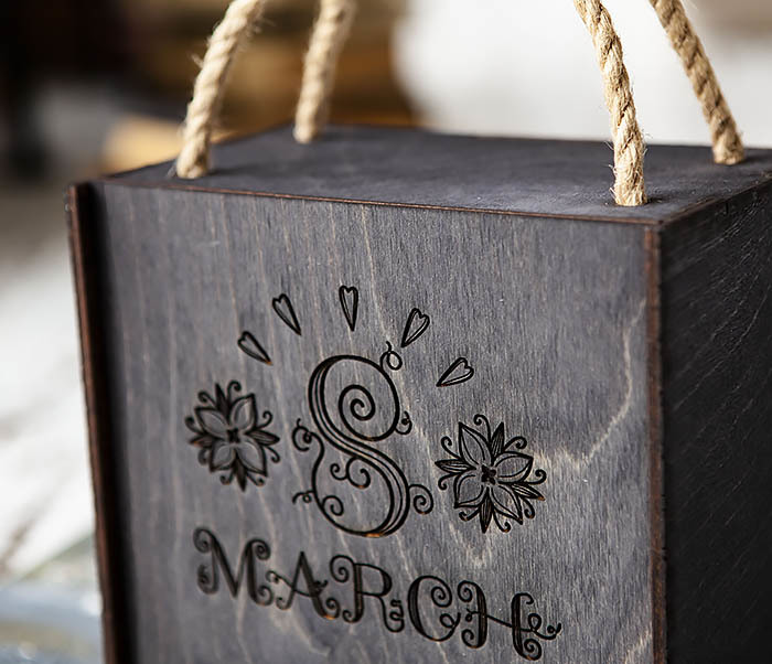 BOX220-1 Подарочная коробка на 8 марта черного цвета (17*17*10 см) фото 02