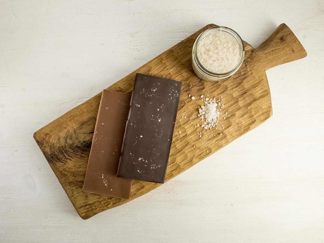Молочный шоколад (45%) с перуанской розовой солью