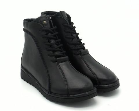 Черные кожаные ботинки на протекторной подошве