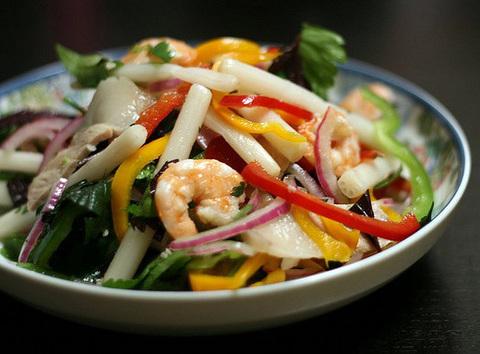 https://static-ru.insales.ru/images/products/1/775/20865799/vietnamese_salad.png