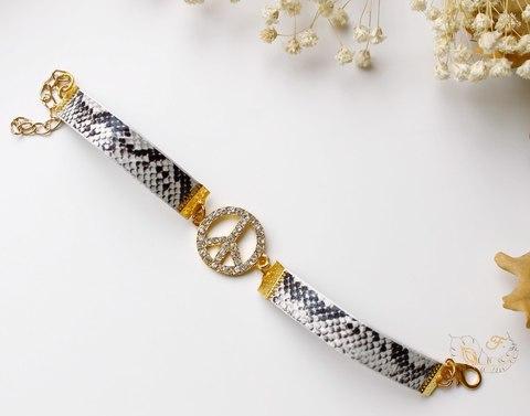 """Шнур кожаный, 10х2 мм, """"Змея"""", цвет - серый, 1,1-1,2 м (Браслет под золото. Пример)"""