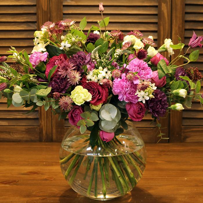 Эллипс. Купить дизайнерский букет в Перми ВОЛШЕБСТВО. Цвет белый, розовый, пурпурный