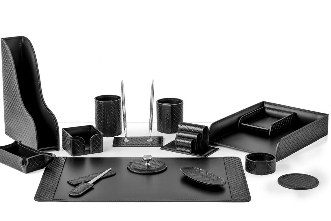 На фото настольный набор арт.2166-AK Black из 15 предметов кожа Full Grain и кожа Cuoietto цвет черный.